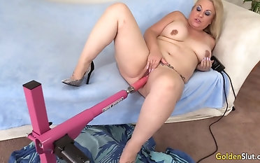 Oversexed Grown-up Woman Summer Satisfies Her Cravings with a Fucking Machine