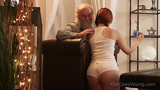 An old fart seduced by a PAWG and go wool-gathering fat ass girl fucks like a champ