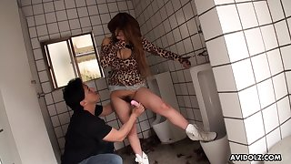Public restroom fuck goes emendate than planned and go off at a tangent chick has a gradual pussy