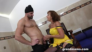 Having a fancy sex granny hooks up with two young strangers