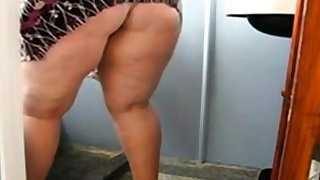 Gigantic Mature Ass Cleaning the Bathroom and Showing their way pussy